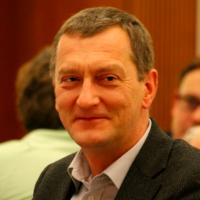 Dr. Arnd Besser